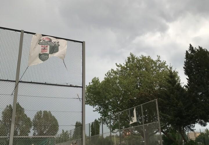 Sochos Sportplatz Bild